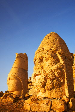 TUR1000AW Stone Heads of Gods, Mt. Nemrut Dagi, Turkey