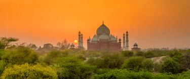 IND8200AW Taj Mahal at Sunset, Agra, Uttar Pradesh, India