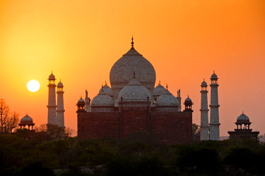 IND8201AW Taj Mahal at Sunset, Agra, Uttar Pradesh, India