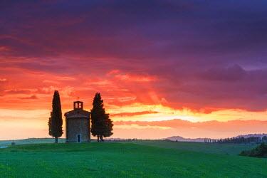 ITA9749AW Chapel Madonna di Vitaleta at Sunset, Val d'Orcia, Tuscany, Italy