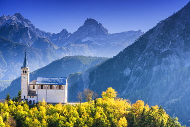 ITA9760AW Church in Valle di Cadore in Autumn, Dolomites, South Tyrol, Italy