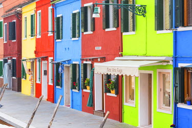 ITA9786AW Colourful Buildings, Burano, Venice, Italy