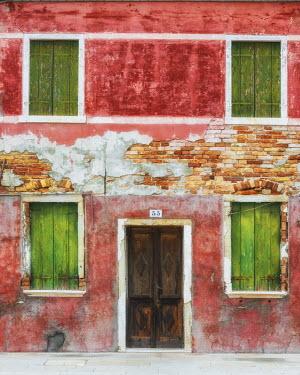 ITA9787AW Rustic Colourful Building, Burano, Venice, Italy
