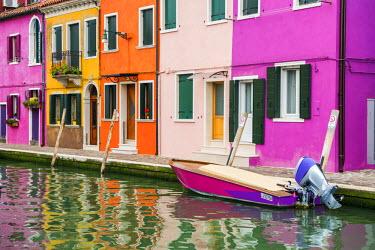 ITA9841AW Colourful Houses, Burano, Venice, Italy