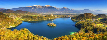 SLO1187AW Lake Bled with Assumption of Mary's Pilgrimage Church, Slovenia, Europe