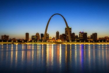 USA12040AW St. Louis Skyline at Night, Missouri, USA