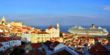 POR9092AW The traditional and moorish Alfama district and a cruise ship on the Tagus river. Lisbon, Portugal