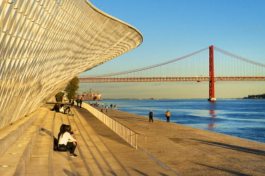 POR9100AW The MAAT (Museum of Art, Architecture and Technology), bordering the Tagus river, was designed by British architect Amanda Levete. Lisbon, Portugal