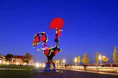 POR9111AW Pop Galo by artist Joana Vasconcelos (2016), inspired in the traditional Barcelos Rooster. Alcantara, Lisbon. Portugal