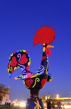 POR9112AW Pop Galo by artist Joana Vasconcelos (2016), inspired in the traditional Barcelos Rooster. Alcantara, Lisbon. Portugal