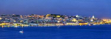 POR9116AW The Tagus river (Tejo river) and the historic centre of Lisbon at twilight. Portugal
