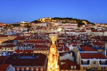 POR9121AWRF The historic centre (Baixa) and Sao Jorge castle at twilight. Lisbon, Portugal
