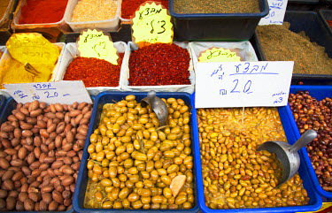 ISR0101 Israel, Akko.Olives and spices on display at the market. Unesco.