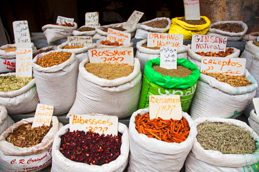 ISR0102 Israel, Akko. Spices on sale at the market. Unesco.