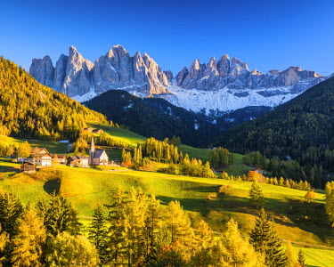 ITA9880AW St. Magdalena in Autumn, Val di Funes, Dolomites, South Tyrol, Italy