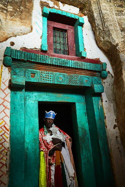 ETH3100AW Priest holding the sacred cross of the church, Ethiopia, Africa
