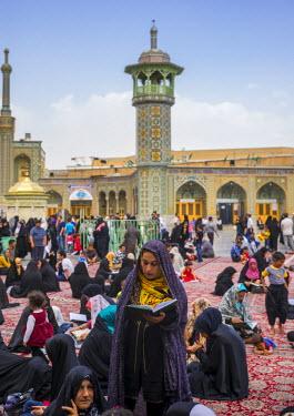 HMS2257782 Iran, Qom Province, Qom, pilgrims at the shrine of fatima al-masumeh