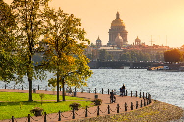 HMS1182395 Russia, Saint Petersburg, listed as World Heritage by UNESCO, view of St. Isaac's cathedral and Neva river