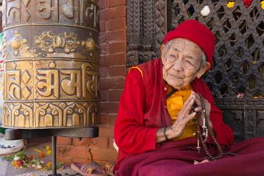 HMS2148498 Nepal, Kathmandu, Bodhnath, listed as World Heritage by UNESCO, pilgrim near the Buddhist temple