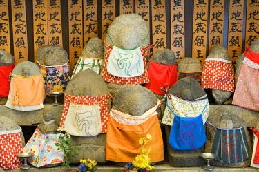 HMS0331339 Japan, Honshu Island, Kinki Region, city of Kyoto, inside a Shinto temple