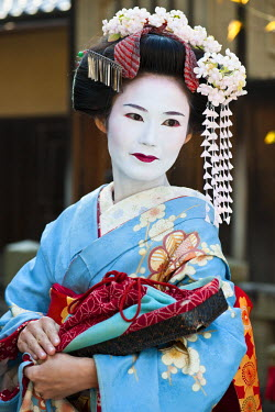 HMS0366834 Japan, Honshu Island, Kinki Region, city of Kyoto, Yasaka Pagoda District, Naoko, a young maiko or trainee geisha