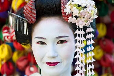 HMS0366842 Japan, Honshu Island, Kinki Region, city of Kyoto, Yasaka Pagoda District, Naoko is a young maiko or trainee geisha