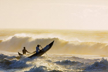 MAD0662 Africa, (easthern) Madagascar, Tamatave, Indian Ocean coast, fishermen with pirogue canoe going out to sea