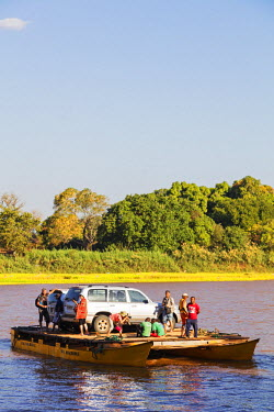 MAD0687 Africa, Western Madagascar, Tsiribihina River crossing
