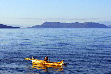 MAD0962 Africa, (northern) Madagascar, Nosy Be island, pirogue canoe at sea