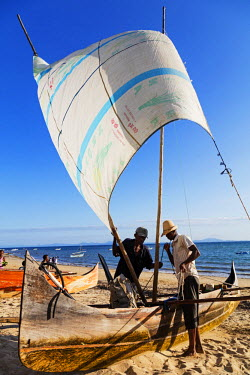 MAD0978 Africa, (northern) Madagascar, Nosy Be island, Ambatoloaka beach, pirogue sail boat