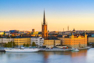 SWE4357AW Stockholm, Sweden, Northern Europe. High angle view over Riddarholmen and Riddarholmskyrkan (church) at sunrise.