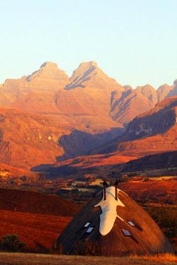 SAF6762 South Africa, Kwazulu-Natal, Drakensburg, Cathedral Peak Nature Reserve, Didima camp