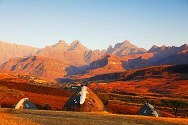 SAF6764 South Africa, Kwazulu-Natal, Drakensburg, Cathedral Peak Nature Reserve, Didima camp