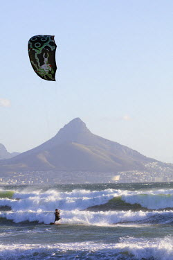 SAF6855 South Africa, Western Cape, Cape Town, Table Mountain Lions Head, kite surfing