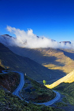 LES1200 Africa, Lesotho, road leading up to Moteng Pass (2820m)