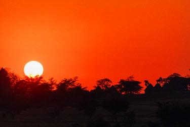 SWA0001 Swaziland, Mlilwane Wildlife Sanctuary at sunset