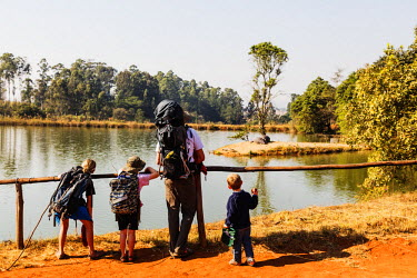 SWA0027 Swaziland, Mlilwane Wildlife Sanctuary, hippo - Hippopotamus amphibius and tourists