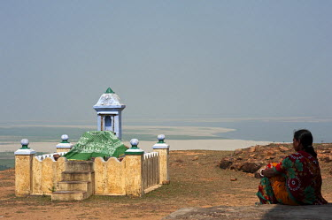 IND8229 India, Bihar, Munger (aka Munghyr), Pirpahar Hill. Named after a Muslim 'saint' , or pir, a few old tombs dot the hill from whose summit stretch views across the River Ganges and the countryside beyon...