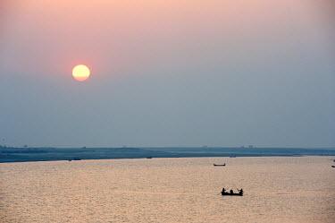 IND8230 India, Bihar, River Ganges, nr Bhagalpur. Fishermen on the River Ganges at sunset.