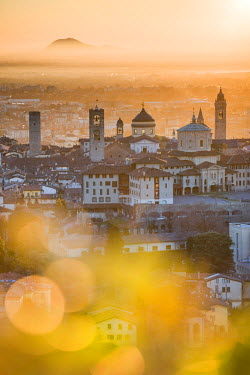 ITA9909AW Bergamo, Lombardy, Italy. High angle view over Upper Town (Città Alta) at sunrise.