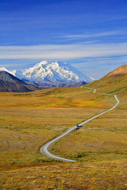 HMS1915841 United States, Alaska, Denali National Park, Mount McKinley, Denali ( 6168m) from George Parks Highway