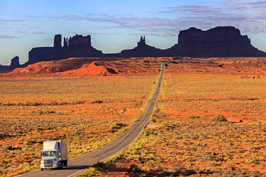 HMS2259065 United States, Arizona, Colorado Plateau, Navajo Nation Indian Reservation, U.S. Route 163 near Monument Valley