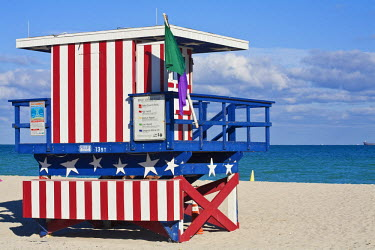 HMS0369850 United States, Florida, Miami Beach, South Beach, life saver cabin with the colours of the American flag on the beach at the level of the 13th street