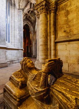 POR9187AW Portugal, Lisbon, Se Cathedral Ambulatory, Chapel of Santa Ana, Gothic sarcophagus of the portuguese princess.