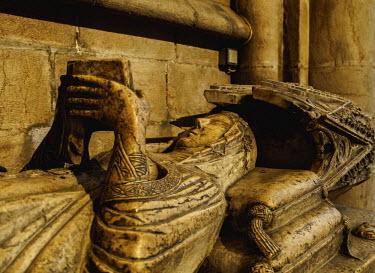 POR9192AW Portugal, Lisbon, Se Cathedral Ambulatory, Gothic tomb of Maria de Vilalobos.