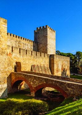 POR9227AW Portugal, Lisbon, View of the Sao Jorge Castle.