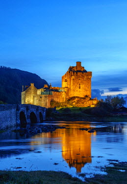 SCO34576AW UK, Scotland, Highlands, Dornie, Twilight view of the Eilean Donan Castle.