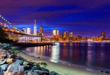 USA12222AWRF Brooklyn Bridge and Manhattan skyline, New York, USA