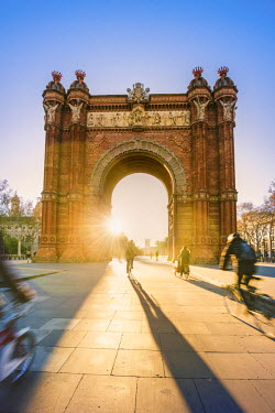 SPA7168AW Barcelona, Catalonia, Spain, Southern Europe. The Arch of Triumph (Arc de Triomf) at sunrise.