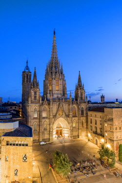 SPA7176AW Barcelona, Catalonia, Spain, Southern Europe. High angle view of the old Cathedral of the Holy Cross and Saint Eulalia at dusk.